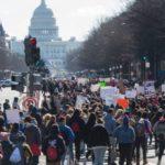 Para Pelajar Di Amerika Membolos Bebarengan Untuk Berdemo