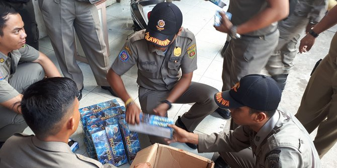 Satpol PP Sita Ribuan Petasan Jelang Ramadhan