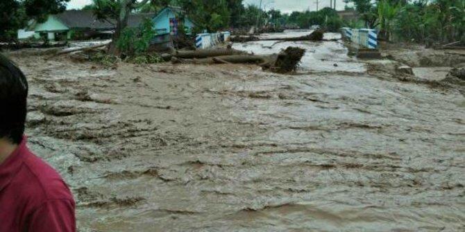 banjir bandang di banyuwangi rusak ratusan rumah warga
