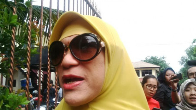 Dorce Gamalama Kunjungi Langsung Korban Gempa Lombok