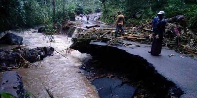 Banjir Dan Longsor Hancurkan Rumah Di Bali