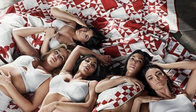 Calvin Klein Manfaatkan Keeksotisan Kardashian Sebagai Model Mereka