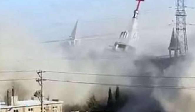 China Menghancurkan Bangunan Gereja Yang Terkenal