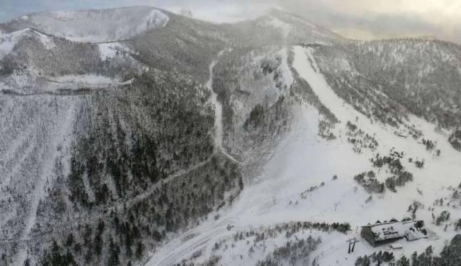 Erupsi Gunung Kusatsu Shirane Sebabkan Runtuhnya Batu Dan Salju