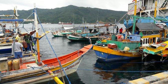 Kapal Berbendera Malaysia Kepergok Tengah Mencuri Ikan