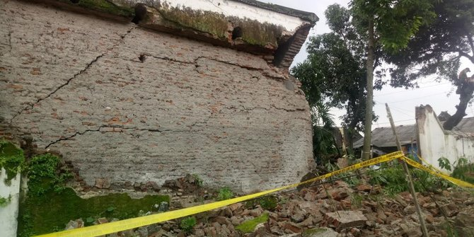 Salah Satu Tembok Tua Keraton Solo Roboh
