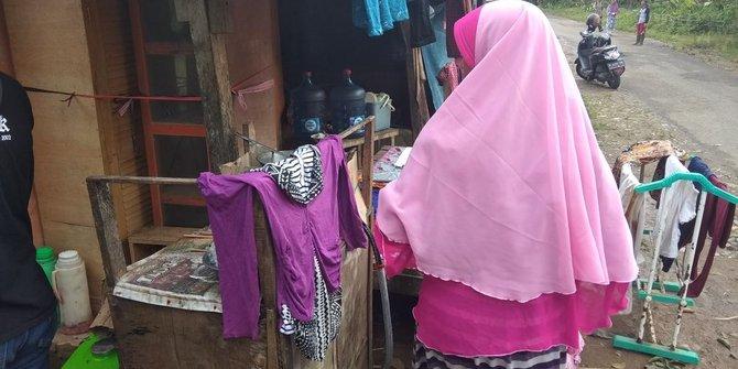 Warga Banten Korban Gempa Amankan Barang Berharaga