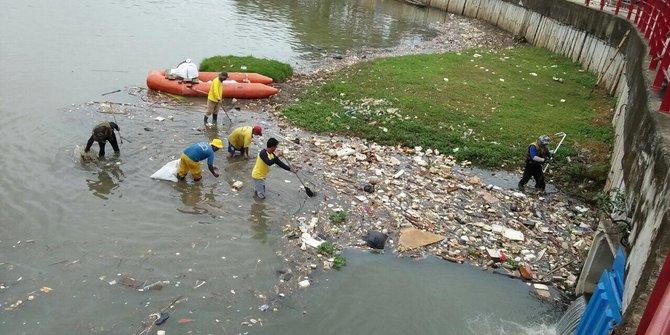 Warga Prihatin Dengan Kebersihan Sungai Cisande