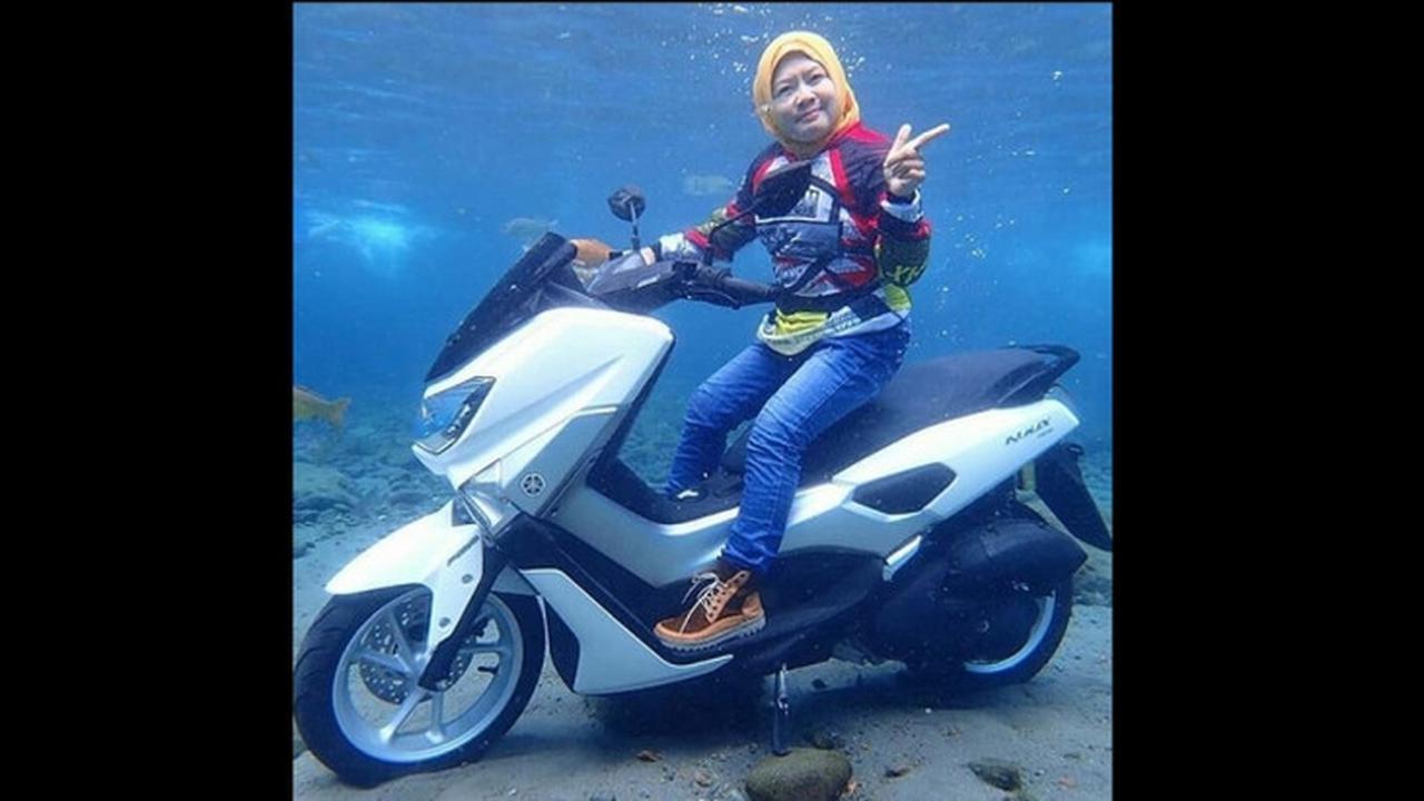 Yamaha NMAX Ditenggelamkan Ke Dalam Air Untuk Dapatkan Foto Apik