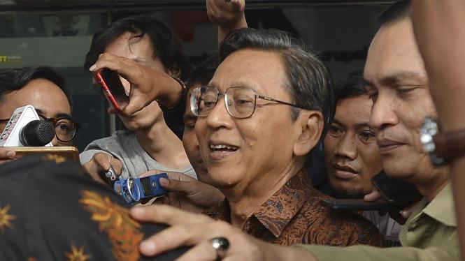 Bambang Widjojanto Mengatakan KPK Harus Menjadikan Boediono Tersangka