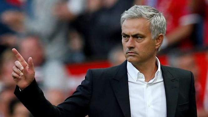 Jose Mourinho Tak Sungkan Meninggi Balas Kritikan Fans Setan Merah