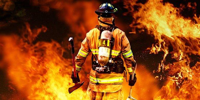 Sebuah Toko Swalayan Di Jagakarsa Terbakar