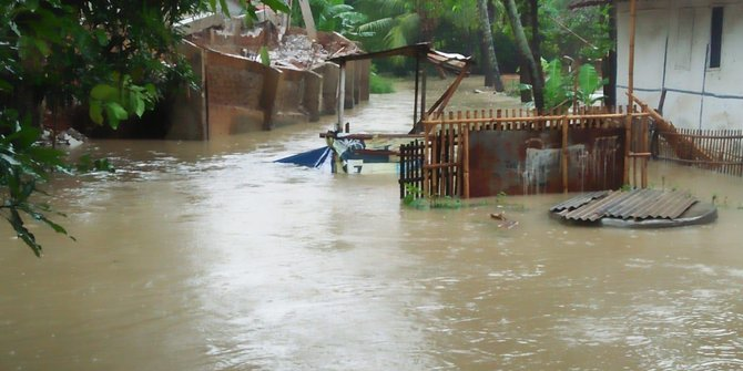 Sungai Meluap Sejumlah Rumah Terendam Banjir Di Subang