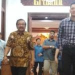 Agus Yudhoyono Menemui Soekarwo Usai Khofifah Menang Pilkada