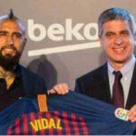 Barcelona Akan Wariskan Nomor Iniesta Untuk Arturo Vidal