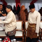 Prabowo Kenakan Baju Adat Jawa Saat Deklarasi Damai