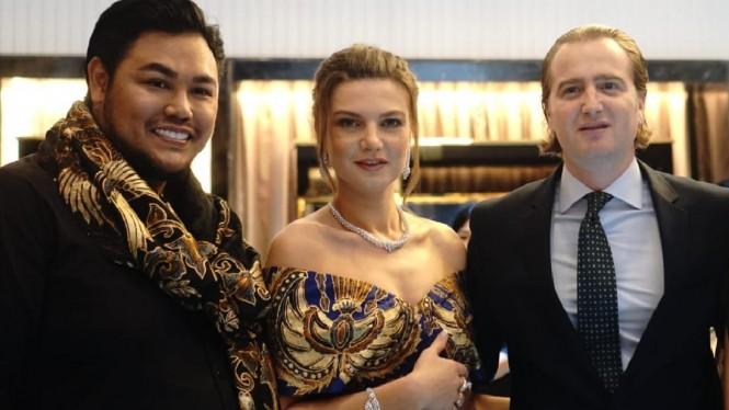 Ivan Gunawan Buatkan Pakaian Batik Untuk Princess Georgia