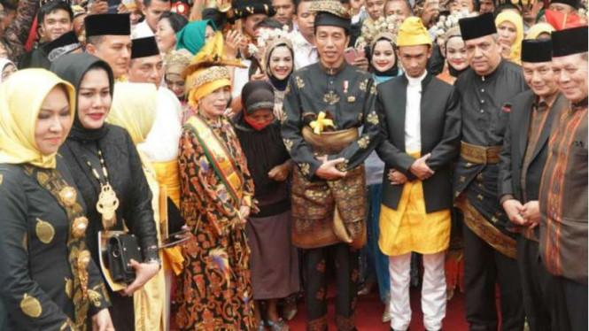Jokowi Mendapatkan Gelar Bangsawan dari Kesultanan Deli