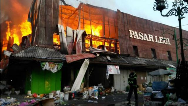 Kebakaran Pasar Legi Solo Api Sulit Dipadamkan
