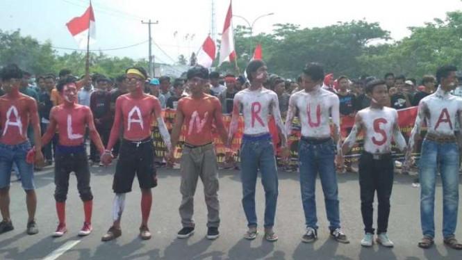 Masyarakat Demo Tuntut Janji Bupati Pandeglang Dan Gubernur Banten