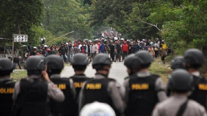 Polisi Terkena Panah di Mata Saat Bentrok di Papua