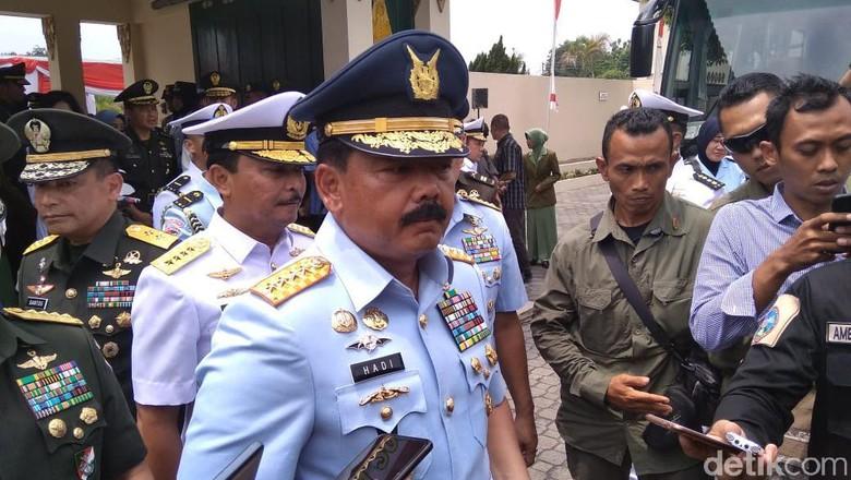 TNI Kawal Pengiriman Bantuan ke Lokasi Bencana