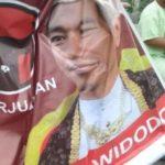 Heboh Poster Jokowi Menggunakan Pakaian Jawa