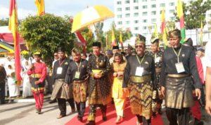 Jokowi Terima Gelar Datuk Seri Setia Amanah Negara