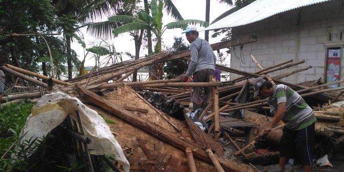 Angin Puting Beliung Merusak 29 Rumah Warga Di Karawang