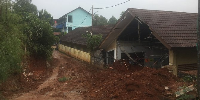 Bangunan SD Bambu Apus Rusak Akibat Tertimpa Truk Proyek