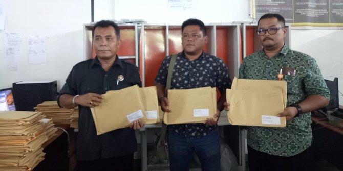 Bawaslu Karawang Menemukan Ratusan Amplop Berisi Tabloid Indonesia Barokah