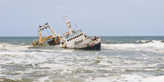 Diterjang Ombak Besar Kapal Di Bantul Terbalik 1 Nelayan Hilang