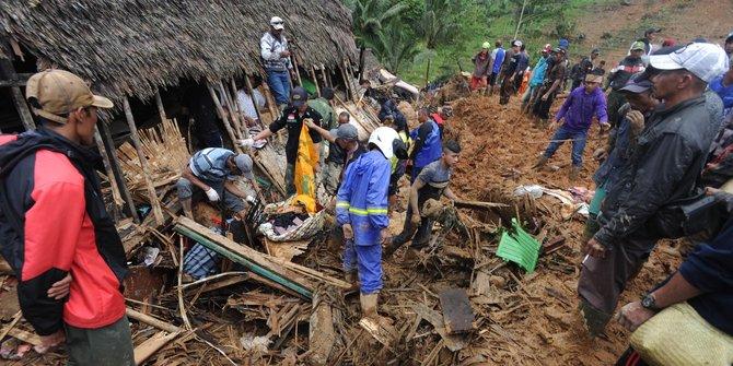 Engkos Kosasih Nekat Tetap Tinggal Di Lokasi Longsor Sukabumi