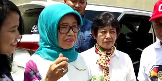 Ibunda Jokowi Blusukan Ke Kampung Pedagang Nasi Liwet