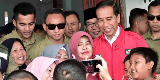 Jokowi Meninjau Program Mekaar Di Garut