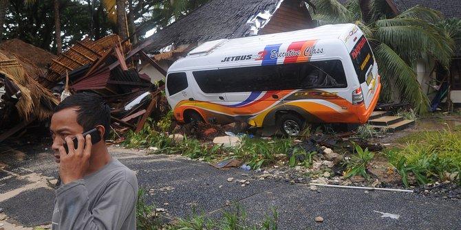 Korban Tsunami Banten Keluhkan Mahalnya Pengobatan