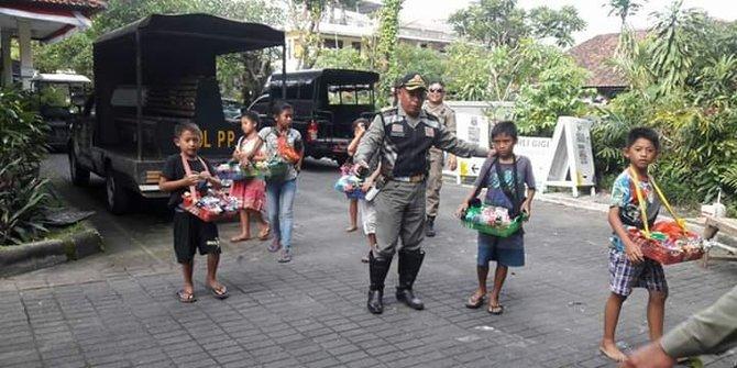 Pedagang Asongan Di Bali Didominasi Anak Anak