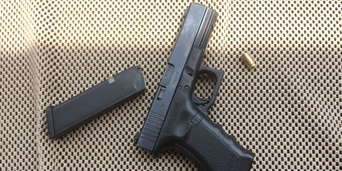 Perakit Senjata Tertembak Senjatanya Sendiri Saat Mabuk