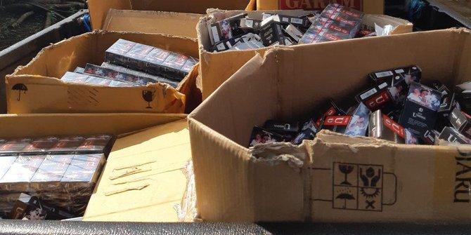 Petugas Amankan Ratusan Ribu Rokok Tanpa Pita Cukai