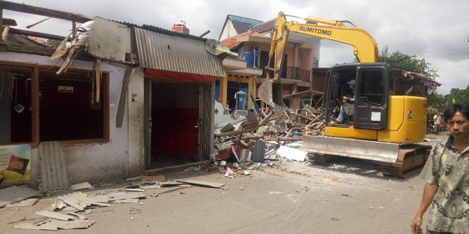 Sebanyak 38 Bangunan Liar Di Tangerang Dirobohkan Satpol PP