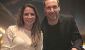 Petr Cech Mentraktir Makan Tim Perempuan Arsenal