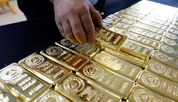 Harga Emas Turun Menjelang Pertemuan Bank Sentral AS