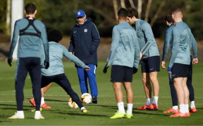 Sarri Menyiapkan Pramusim Chelsea Meski Nasibnya Tidak Pasti