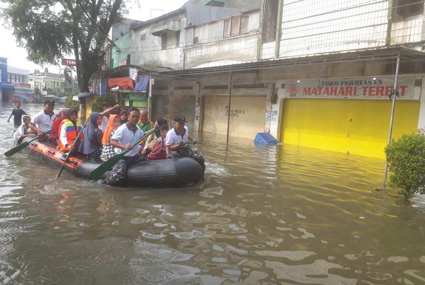 Akses Kabupaten Bandung Masih Terputus Lantaran Sungai Citarum Meluap