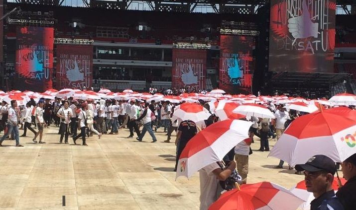 Puluhan Ribu Pendukung Jokowi Memenuhi Jalan Gatot Subroto