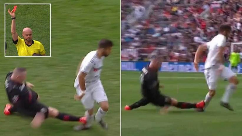 Rooney Dikartu Merah Setelah Melakukan Tekel Mengerikan