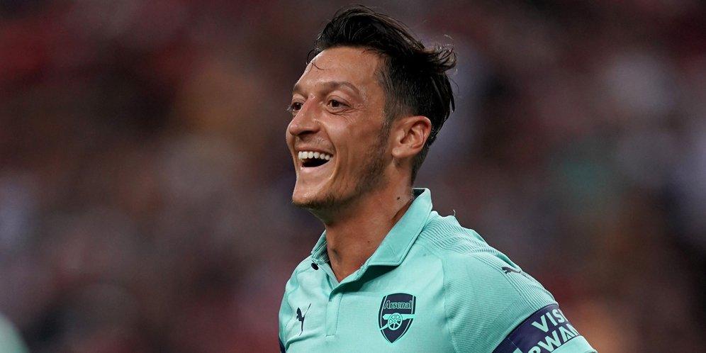 Ozil Akui Betah Di Arsenal Dan Ingin Selalu Bertahan