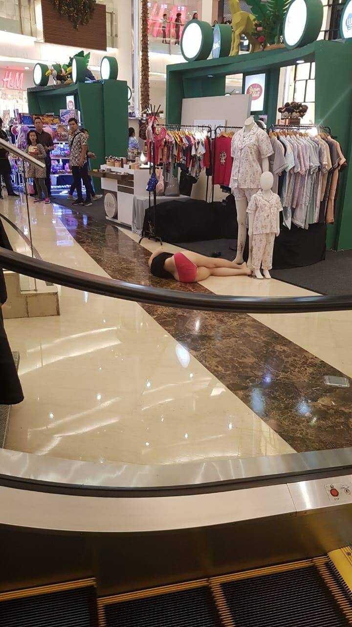 Seorang Mahasiswa Lompat Dari Lantai 4 Emporium Pluit Mall