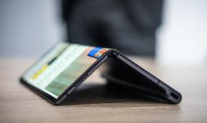 Huawei Akan Menunda Peluncuran Ponsel Layar Lipatnya